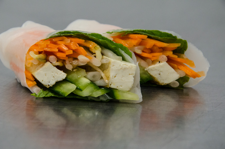 HORS D'OEUVRE - SPRING ROLL CUT